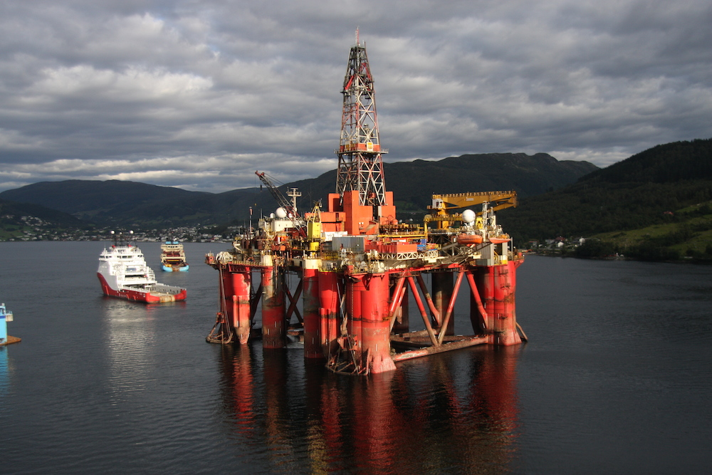 Jack-up rigs and norwegian operated semisubmersible rig songa dee