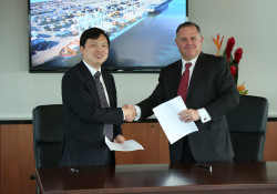 160512 Signing photo of APM Terminals and ZPMC executives