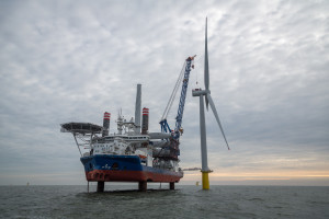 A2Sea's Sea Challenger installing turbines at Dudgeon Offshore Windfarm - Photo: Roar Lindefjeld/Woldcam - Statoil