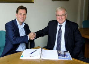 Signing the contract. Huib Giesberts, Manager Logistics Department, Total E&P Nederland (l) and Stephen Blaikie CEO Bibby Marine Services (r).