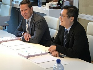 Contract signing: Mr Durk-Jan Nederlof, Managing Director Damen Shiprepair & Conversion and Mr Ang Ting Yang, General Manager Corporate Development Keppel Offshore Marine