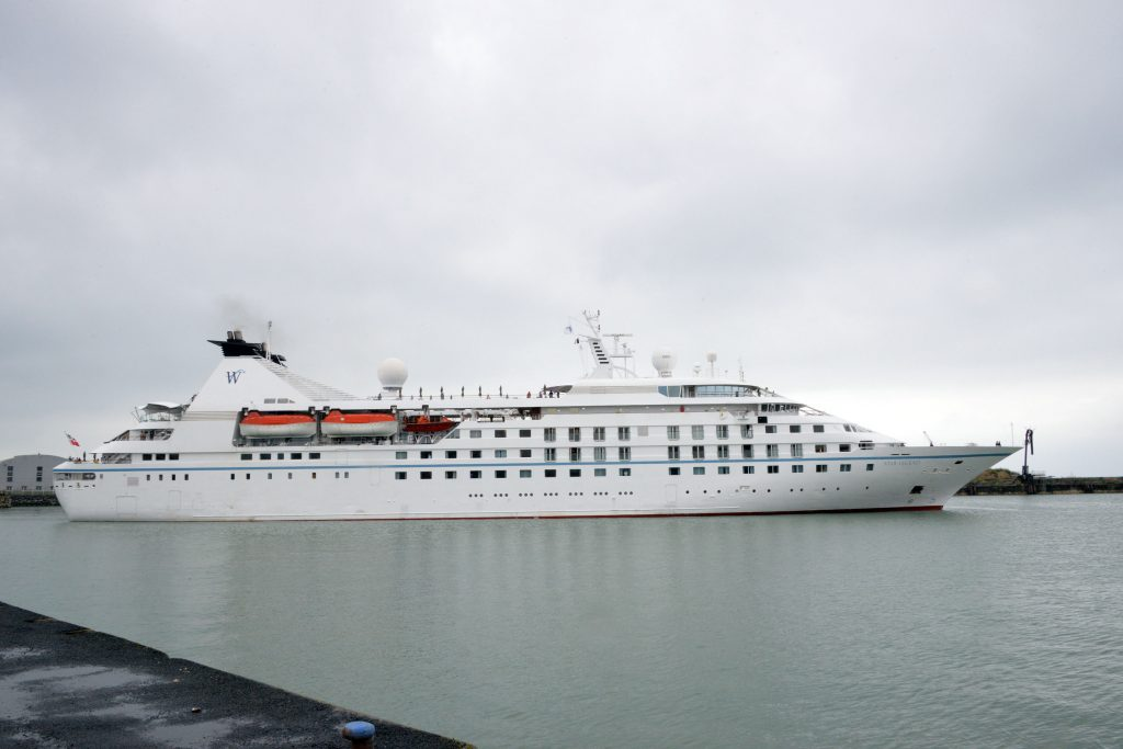 Radio Holland performs two bridge upgrades for boutique cruise line Windstar